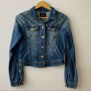 LOVE TREE Cropped Distressed Denim Jacket - Small